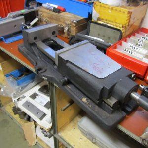 Hydraulinen koneruuvipuristin 150mm